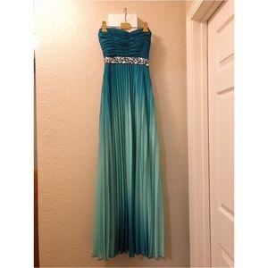 Dresses & Skirts - Beautiful ombre Prom/ senior bawl dress